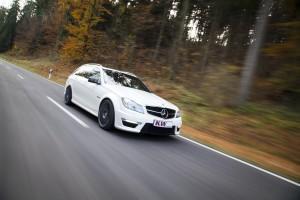 KW Mercedes C63 AMG T-Modell Fahraufnahme 1-300x200 in KW_Mercedes_C63_AMG_T-Modell_Fahraufnahme_1
