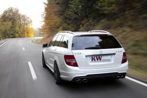 KW Mercedes C63 AMG T-Modell Fahraufnahme 2-300x200 in KW_Mercedes_C63_AMG_T-Modell_Fahraufnahme_2