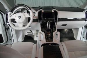 11 -komplette-innenraumveredelung-auf-hoechstem-niveau-300x199 in Porsche Cayenne White Dream Edition von ANDERSON Germany